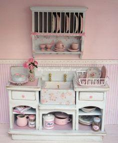 Miniature dollhouse furniture drainer. Scale 1.12 by Mundorosa