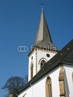 Der Kirchturm der Alexanderkirche in Oerlinghausen bei Bielefeld im Teutoburger Wald in Ostwestfalen-Lippe