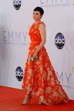 Ginnifer Goodwin stands out in a Monique Lhuillier Resort 2013 gown at the 2012 Emmy Awards