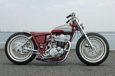 We're digging this vintage-themed Yamaha SR400 from the Japanese custom motorcycle builder Gravel Crew.