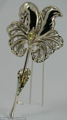 This white gold brooch, given to Queen Elizabeth II for her Diamond Jubilee by the Royal Horticultural Society, contains more than 100 precious jewels. Shaped like an iris, it holds 60 sapphires, 15 diamonds, 20 amethysts, 30 tourmalines, and a large yellow diamond in the center. Gorgeous! £40,000 I'd love to wear it once!