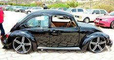 VW old beetle new wheels. Love the pattern the rock makes in the reflection. Ferdinand Porsche, Auto Volkswagen, Vw Touran, Vw Bugs, Jetta A4, Vw T3 Syncro, Kdf Wagen, Automobile, Hot Vw