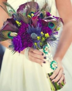 Feathers in the bridal bouquet. Cool idea!