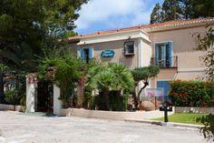 L'Hotelet La Raconà Garage Doors, Outdoor Decor, Home Decor, Turismo, Interior Design, Home Interior Design, Home Decoration, Decoration Home, Interior Decorating
