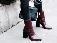 Elegant mid-calf boots Description The SPIRIT boots are a cult favourite, featuring an elegant slim-line silhouette, grounding block heel and minimal aesthetic. Hand-crafted in Italy with supple port