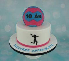Håndbold formet kage. Tillykke med fødselsdagen Anna-Sofie! Læs mere om bestilling på www.bakemydaydk.com