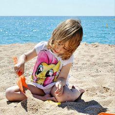 Arena, un cubo y una pala... no necesita más! #playa, #beach, #kidsfun, #clikcat, #descobreixcatalunya, #igerbarcelona, #ig_catalonia, #jugaresesencial, #mygirl, #nothingisordinary, #santasusana