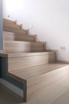 #schody#dywanowe#schodydywanowe#nowoczesne#balustrada#balustradaszklana#szkło#schodydębowe#wnętrze#schodynowoczesne#klatkaschodowa#stairs#glassbalustrade#glass#wood#modernstairs#oak#Schody dywanowe wykonane z olejowanego dębu. Bungalow Haus Design, House Design, Interior Stairs, Home Interior Design, Stair Treds, Timber Stair, Flooring For Stairs, Stair Lighting, Piece A Vivre