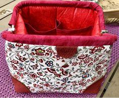 Eine kleine Carpet Bag, genäht von Carola im Frühjahr 2019 Carpet Bag, Patchwork Quilt Patterns, Boho Shorts, Quilts, Bags, Fashion, Handbags, Moda, Fashion Styles