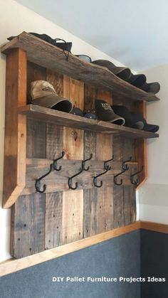 20 Brilliant DIY Pallet Furniture Design Ideas to Inspire You Pallet Furniture Designs, Wooden Pallet Furniture, Wooden Decor, Wooden Pallets, Wooden Diy, Diy Furniture, Furniture Cleaning, Rustic Furniture, Antique Furniture