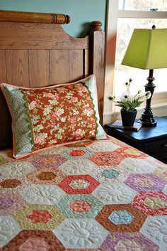 Bound Sham with Decorative Insert by Heather Mulder Peterson, via Flickr--Idea for Ashley's quilt