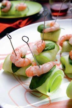 Shrimps and cucumber / crevettes et concombre | More photos http://petitlien.fr/aperoparfait