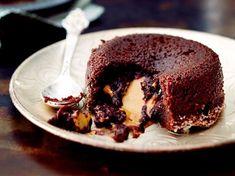 Unser beliebtes Rezept für Schoko-Malheur mit Erdnusscreme und mehr als 65.000 weitere kostenlose Rezepte auf LECKER.de. Lava Cakes, Nice Cream, Frozen Yogurt, Snacks, Peanut Butter, Pie, Cupcakes, Sweet, Desserts