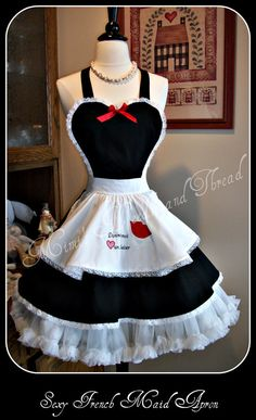 Sexy french Maid Retro handmade apron by mimisneedle on Etsy Retro Apron, Aprons Vintage, Do It Yourself Fashion, Cute Aprons, Maid Outfit, French Maid, Sewing Aprons, Apron Designs, Full Circle Skirts