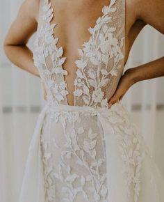 Trendy Bride dress in 2019 Wedding Bridesmaid Dresses, Dream Wedding Dresses, Bridal Dresses, Wedding Gowns, Wedding Lingerie, Bouquet Wedding, Wedding Nails, Wedding Reception, Mode Inspiration