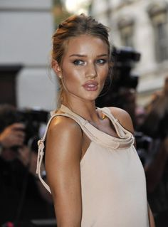 rosie huntington whiteley...perfect blond/brown hair with a glowing tan