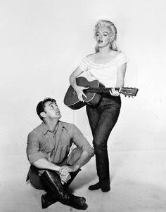 Marilyn Monroe & Robert Mitchum