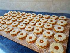 Linzer recept lépés 6 foto Eid, Biscotti, Cereal, Cookies, Breakfast, Get Tan, Crack Crackers, Morning Coffee, Biscuits