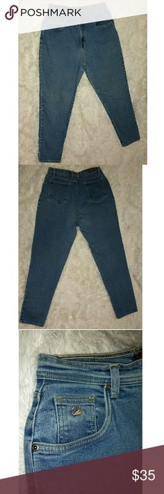 Vintage Gloria Vanderbilt Mom Jeans Vintage Gloria Vanderbilt high rise mom jeans, gently used. They are a size 14 stretch. They are photographed on a size 6/7 and fitting loosely. I feel as though they will be comfortable fitting on various sizes, it just depends on the look/fit your going for!  You're not just a mom...you're a cool mom. Gloria Vanderbilt Jeans Skinny