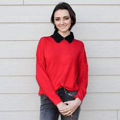 This cute cropped sweater from french brand Molly Bracken has a very flattering oversized fit. It is a very easy and fun piece to style, there are so many options! Some of our favorites are with a cute collar or with an oversized shirt underneath. - Get yours at Novelstyle Shop