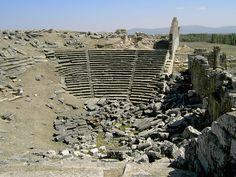 Theather, Aizanoi.Kazı çalışmaları başlamadan önceki etkileyici hali ile antik Aizanoi Tiyatrosu, M.S. II.yy