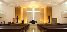 ■ INTRODUÇÃO - ESPAÇO E LITURGIA:   No primeiro milênio da história da Igreja Católica, as missas eram  feitas com todos de pé ao redo...