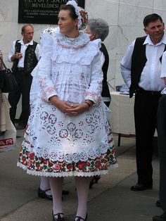 Hungarian Embroidery, Hand Embroidery, Folk Costume, Costumes, Folk Clothing, Traditional Dresses, Folk Art, Art Decor, Lace Skirt