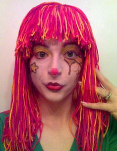 Learn how to make yarn wig with this step-by-step photo tutorial from Rain Blanken, your DIY Fashion Expert.: How to Make a Yarn Wig Clown Wig, Knitted Hats, Crochet Hats, Crochet Costumes, Yarn Wig, Diy Wig, Wig Hat, Halloween Crochet, Costume Wigs