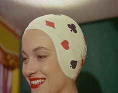 Forget the tightly fitted, unflattering, rubber swimming caps we are all familiar with today. The saw colourful, flowery and exotic bathing caps come into vogue. Here are British Pathe's top 12 coolest ways of keeping hair dry. Retro Swim, Retro Bathing Suits, Vintage Swim, 60 Fashion, Retro Fashion, Vintage Shoes, Vintage Outfits, Art Conceptual, Swim Caps