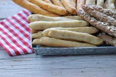 Hot Dog Buns, Hot Dogs, Feta, Sausage, Bakery, Bread, Sweet, Recipes, Life