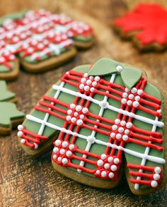 If you've thoroughly incorporated #Plaidurday into your wardrobe, then how about your snack life? Craft some adorbs plaid cookies to celebrate!