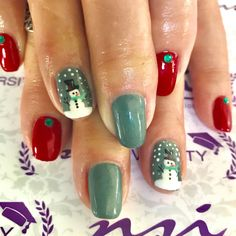 These Christmas nail