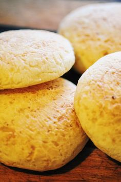 An easy and delicious cheesy gluten-free bread with its roots in Ecuador. Pan de Yuca will become a dinner table staple in no time! Gluten Free Vegetarian Recipes, Gourmet Recipes, Baking Recipes, Snack Recipes, Yuca Recipes, Recipies, Gluten Free Biscuits, Gluten Free Baking, Sin Gluten