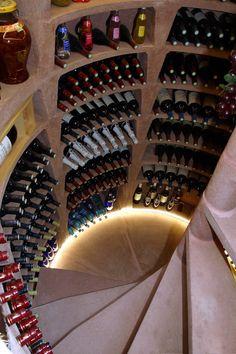 La cave à vin maxi ronde vue de l'intérieur. Open Kitchen, Kitchen Pantry, Saunas, Construction, Wine Cellar, Wine Rack, Staircase Design, Home Decor, Sauna Ideas