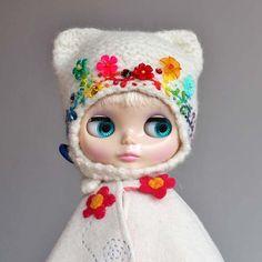 Darling Diva wearing @eurotrash rainbow helmet #blythe #blythedoll #blythestagram #darlingdiva #eurotrash #blythefashions #rainbow #colors #flowers #beads #knitting