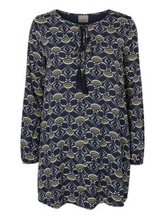 Swing dress in cool print from VERO MODA. A tribute to the 70s.