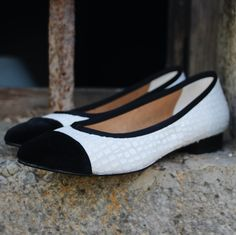 Nuage Noir Velours is a delicate model in a feminine form and colour. Using sustainable and recycled materials we have created a comfortable model for your everyday. It's a classic with an ecological touch!