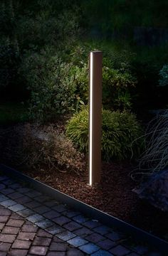 Have you just bought a new or planning to instal landscape lighting on the exsiting house? Are you looking for landscape lighting design ideas for inspiration? I have here expert landscape lighting design ideas you will love. Outdoor Garden Lighting, Outdoor Light Fixtures, Outdoor Lamps, Driveway Lighting, Exterior Lighting, Blitz Design, Landscape Lighting Design, Architectural Lighting Design, Architectural Digest