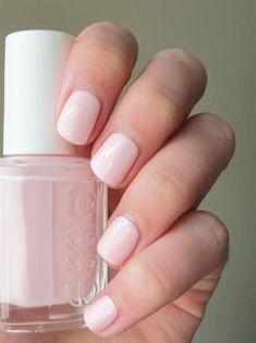 Light pink nail polish in Essie Fiji #pinkwedding #nails