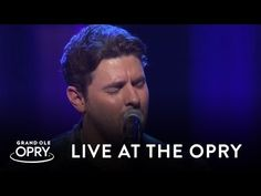 """Chris Young Stuns With Keith Whitley Tribute, """"Don't Close Your Eyes"""" 