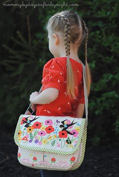 Mommy by day Crafter by night: Oliver + S Mini Messenger Bag