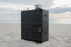Zahlreiche Klappen und eine Schublade für die optimale Aufbewahrung und Ordnung beim Campen http://www.calibox-shop.de/galerie/sardinien/
