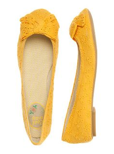 oh how i want some yellow flats!