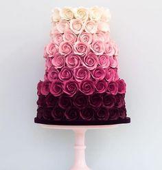 Perfeição de bolo Imagem do @ideiasdebolosefestas . ##bolo#cake#torta#sugarart#fondant#pastaamericana#mae_festeira#pastry#sugar #15anos #sweet16 #wedding #wedingcake