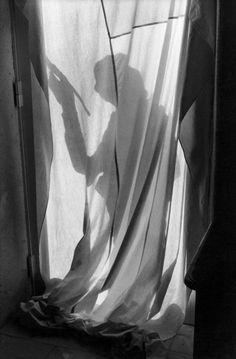View Le Peintre de Cereste by Henri Cartier-Bresson on artnet. Browse more artworks Henri Cartier-Bresson from Feldschuh Gallery. Double Exposure Photography, Candid Photography, Urban Photography, Color Photography, Street Photography, Advanced Photography, Shadow Photography, Walker Evans, Magnum Photos