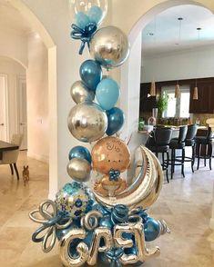 La imagen puede contener: tabla e interior Baby Shower Bouquet, Deco Baby Shower, Baby Shower Garland, Baby Shower Themes, Baby Boy Shower, Baby Boy Balloons, Baby Shower Balloons, Big Balloons, Baby Boy Decorations
