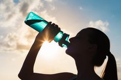 Always drink eight glasses? Chug sports drinks during workouts? Don't fall for these hydration myths: The real story on healthy hydration. Best Alkaline Water, Alkaline Water Filter, Alkaline Water Ionizer, Alkalize Your Body, Weight Loss Water, Fab Life, Sports Drink, Herbalife, Drinking Water
