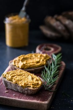 Easy Healthy Breakfast Ideas & Recipe to Start Excited Day Tapenade, Pureed Food Recipes, Vegan Recipes, Vegan Snacks, Healthy Snacks, Tapas, Pesto, Easy Healthy Breakfast, Breakfast Ideas