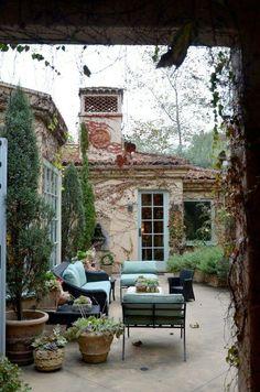 35 innergårdar som får dig att längta efter ljumma sommarkvällar