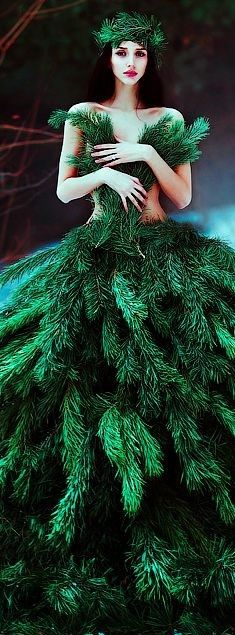 Christmas - glamour and traditional Go Green, Green Colors, Winter Green, Mode Bizarre, Green Fashion, Emerald Green, Emerald City, Shades Of Green, My Favorite Color